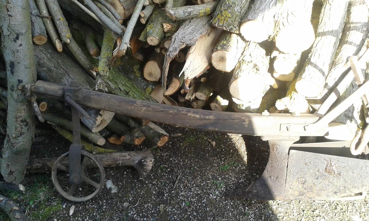 Häufelpflug mit Holzbaum